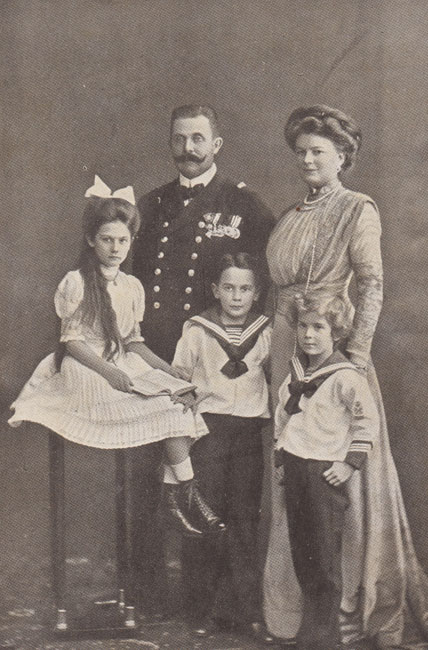 The royal family circa 1912.